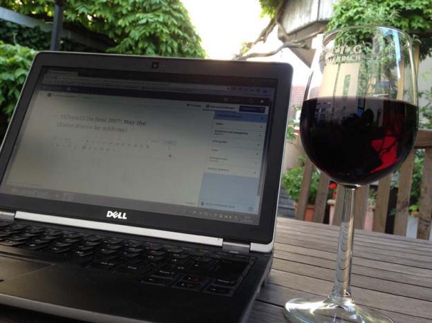 rotwein-beim-schreiben