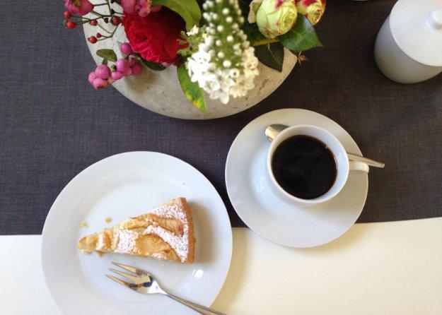 apfelkuchen-mit-kaffee