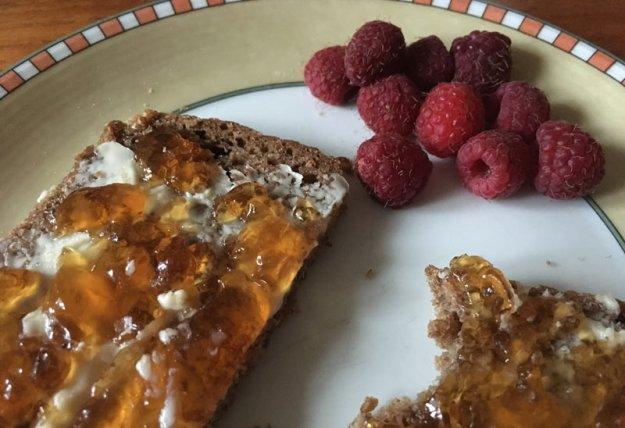 marmeladenbrot-und-himbeeren.jpg