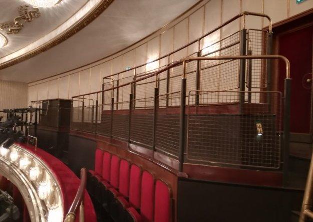 stehplaetze-im-burgtheater